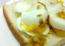 แนะมื้อเช้าง่าย ๆ - ขนมปังโฮลวีต ไข่ต้ม 145 kcal.