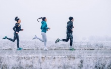 วิ่งกลางแจ้งดีกว่าบนลู่วิ่งจริงหรือ?